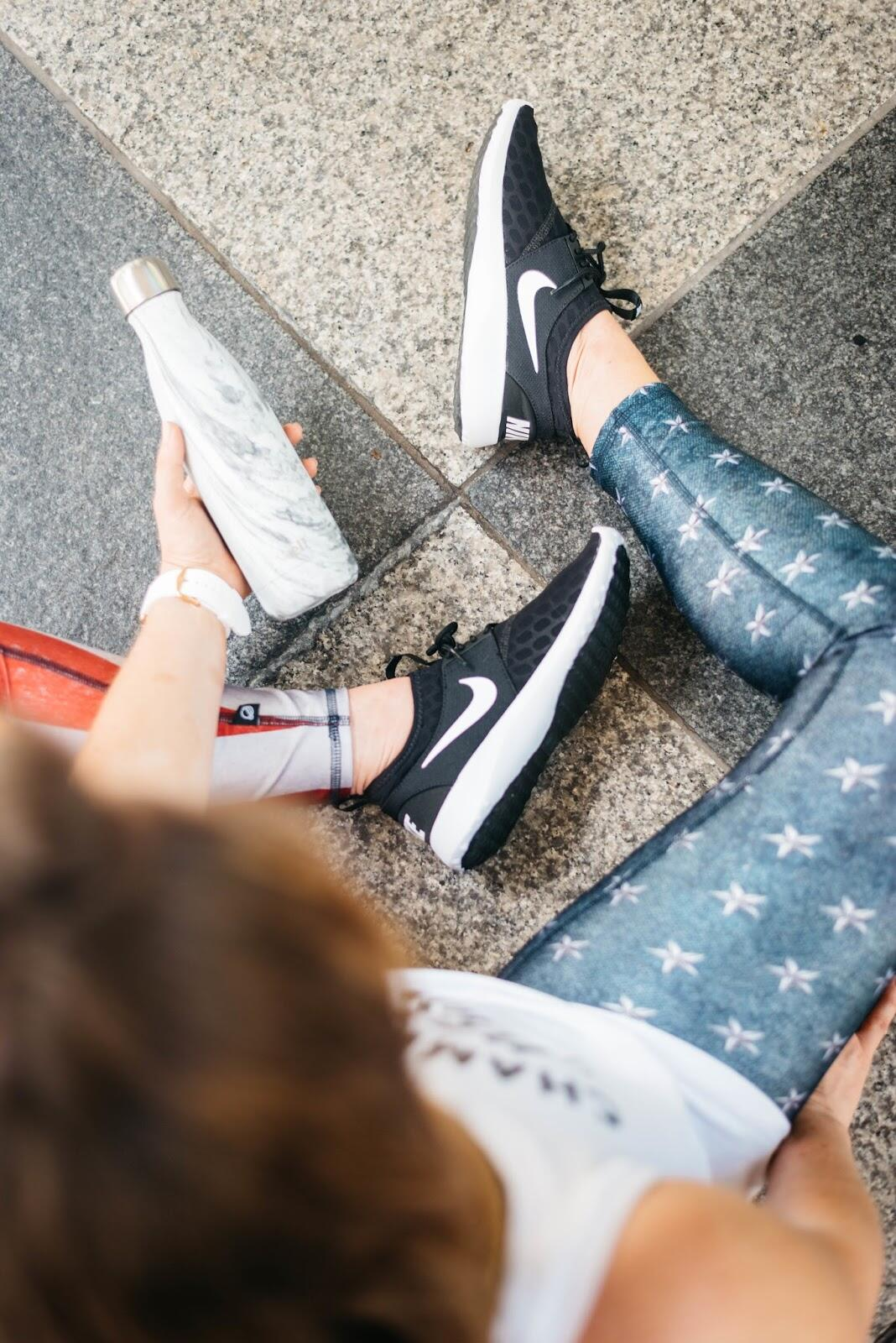 Red, White & Run - Patriotic Workout Clothes by fashion blogger Walking in Memphis in High Heels