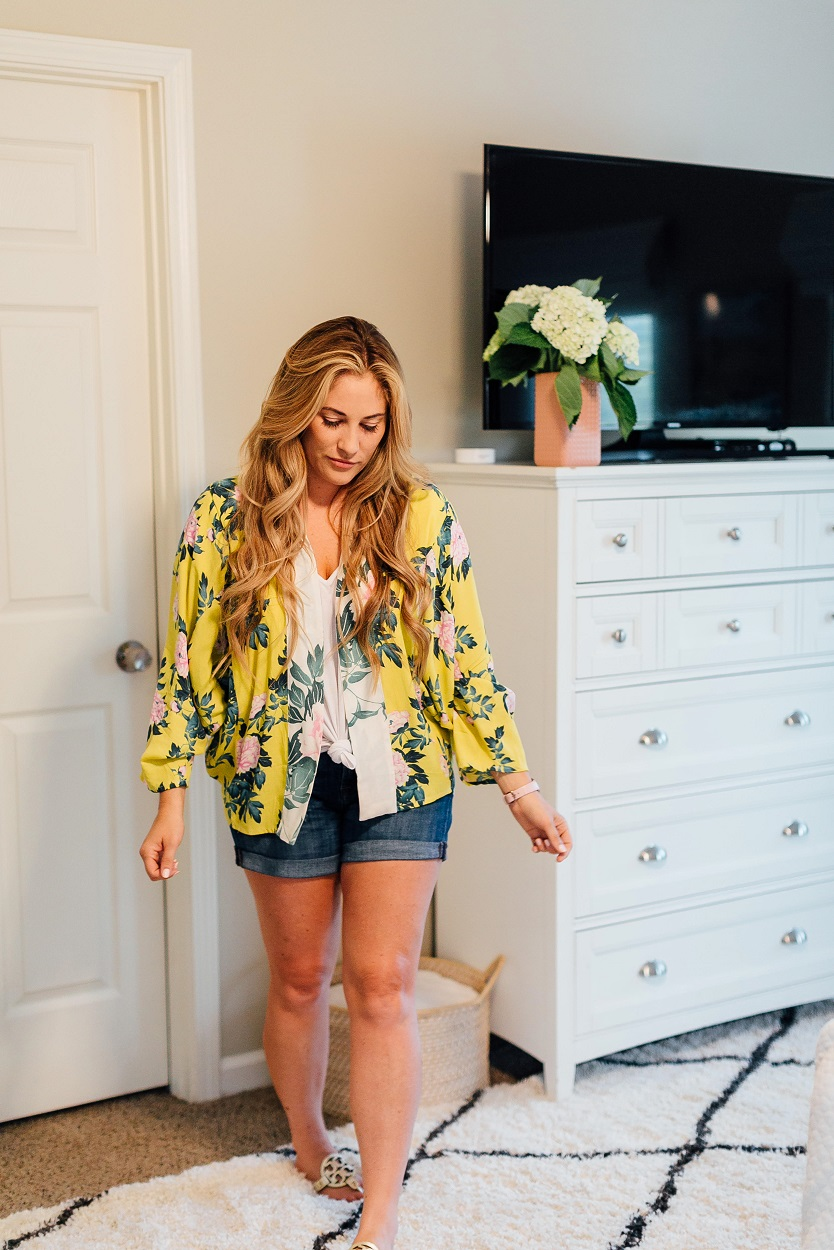 Cute Anthropologie floral kimono featured by popular style blogger, Walking in Memphis in High Heels