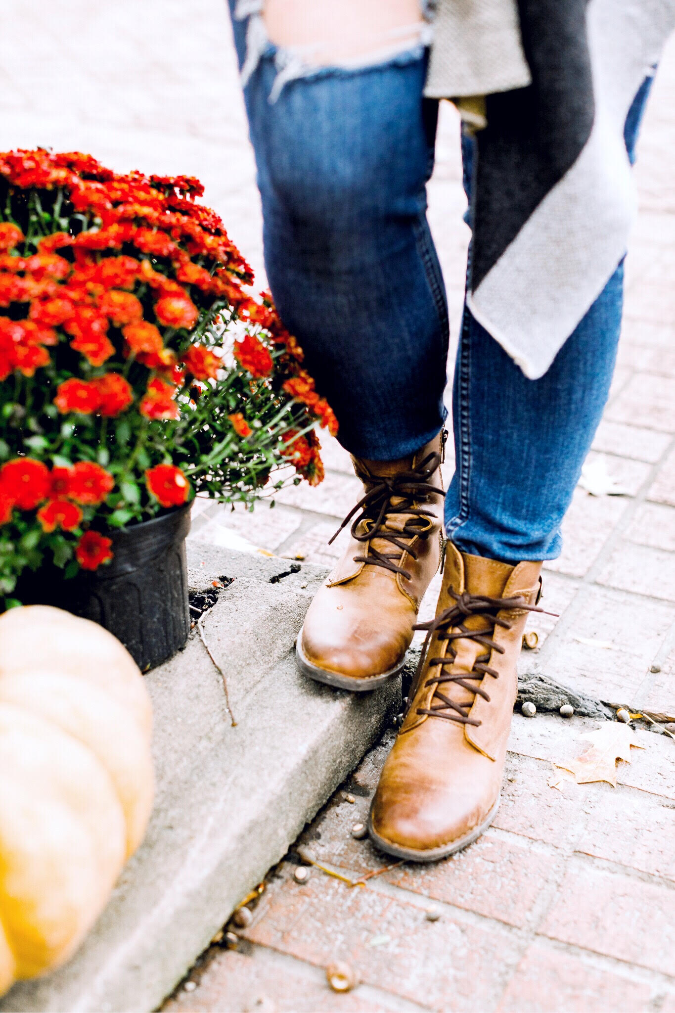 Fashion | Zappos | The Perfect Comfortable Boots to Wear all Fall & Winter featured by top fashion blog Walking in Memphis in High Heels