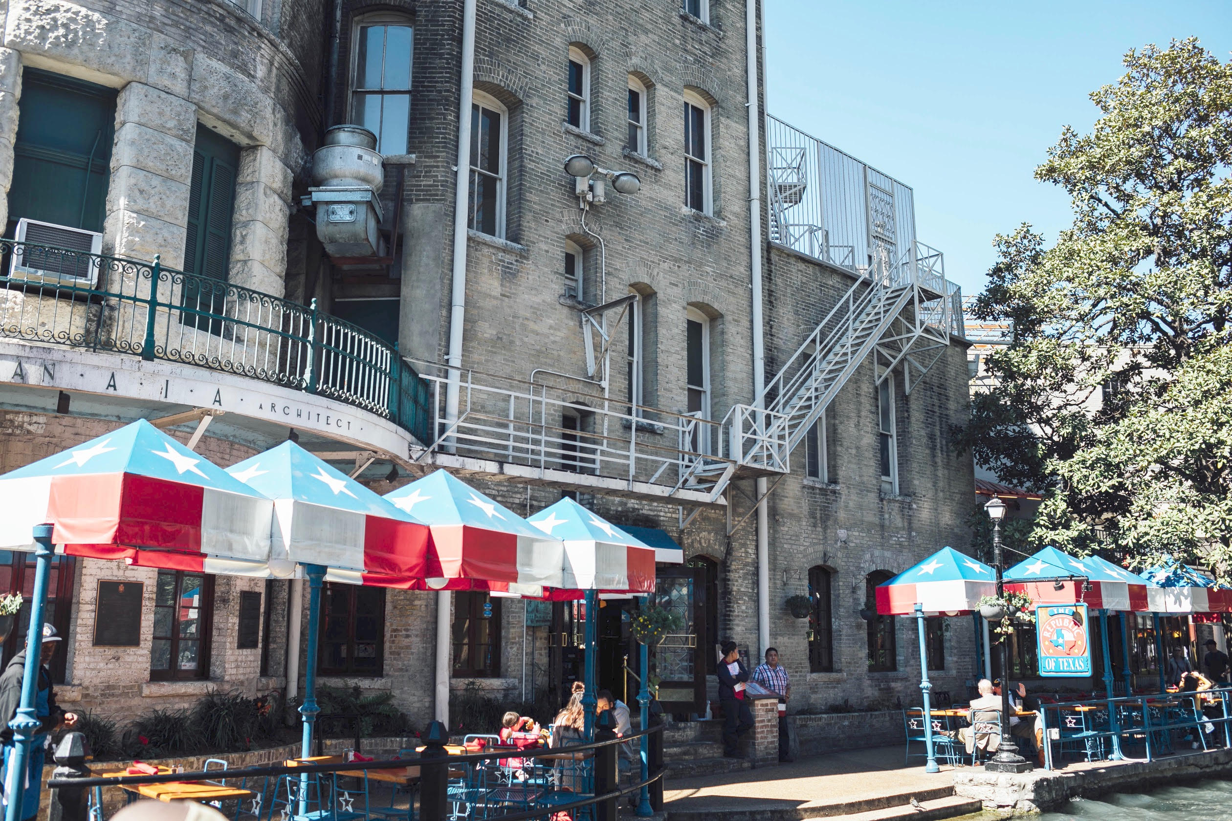 San Antonio Texas Travel Guide featured by top US travel blog, Walking in Memphis in High Heels