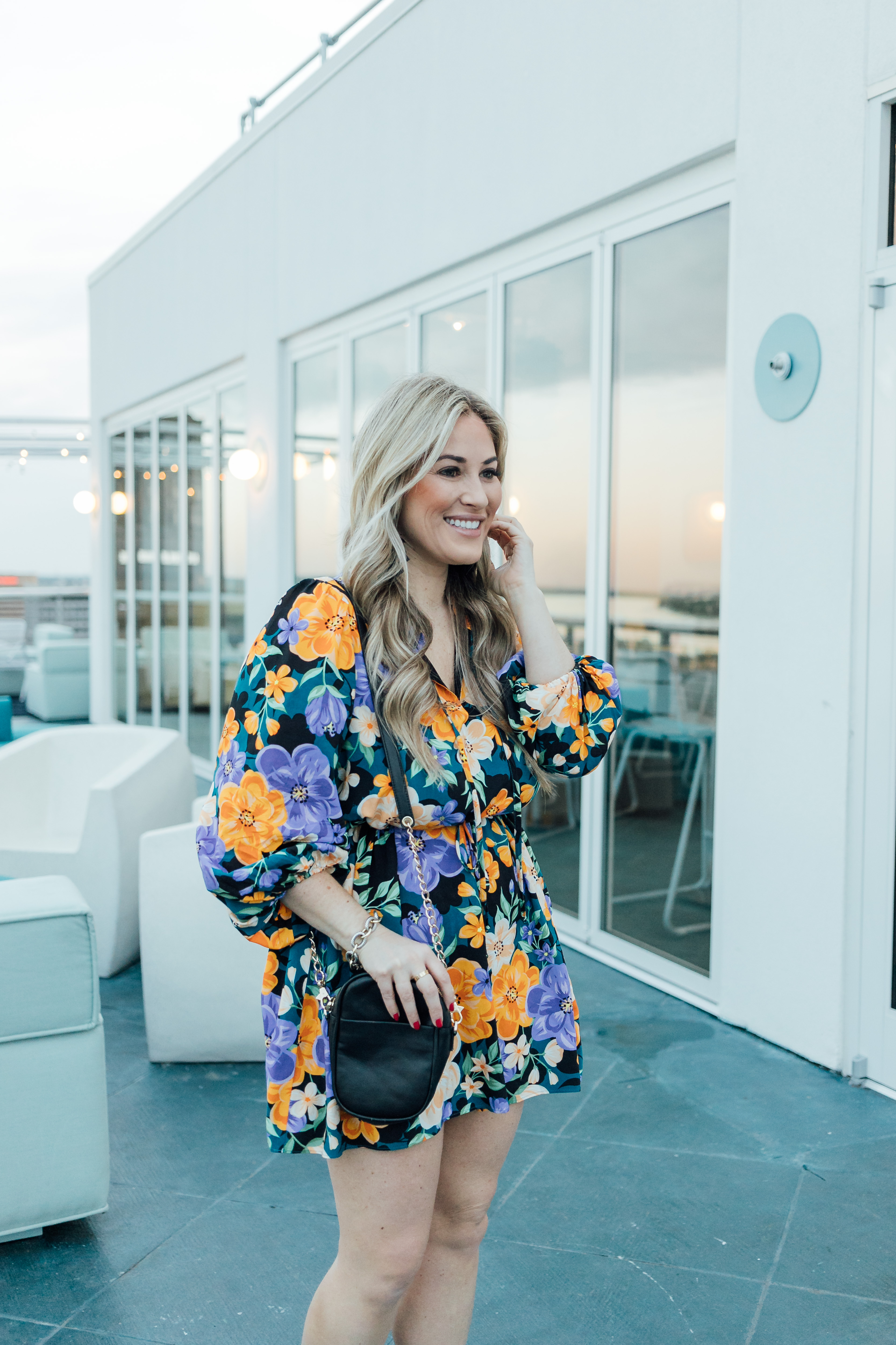 Hu Hotel review featured by top Memphis blog, Walking in Memphis in High Heels: image of a woman wearing a Tularosa mini floral dress, Steve Madden dress sandals and a Kate Spade smart phone crossbody bag.