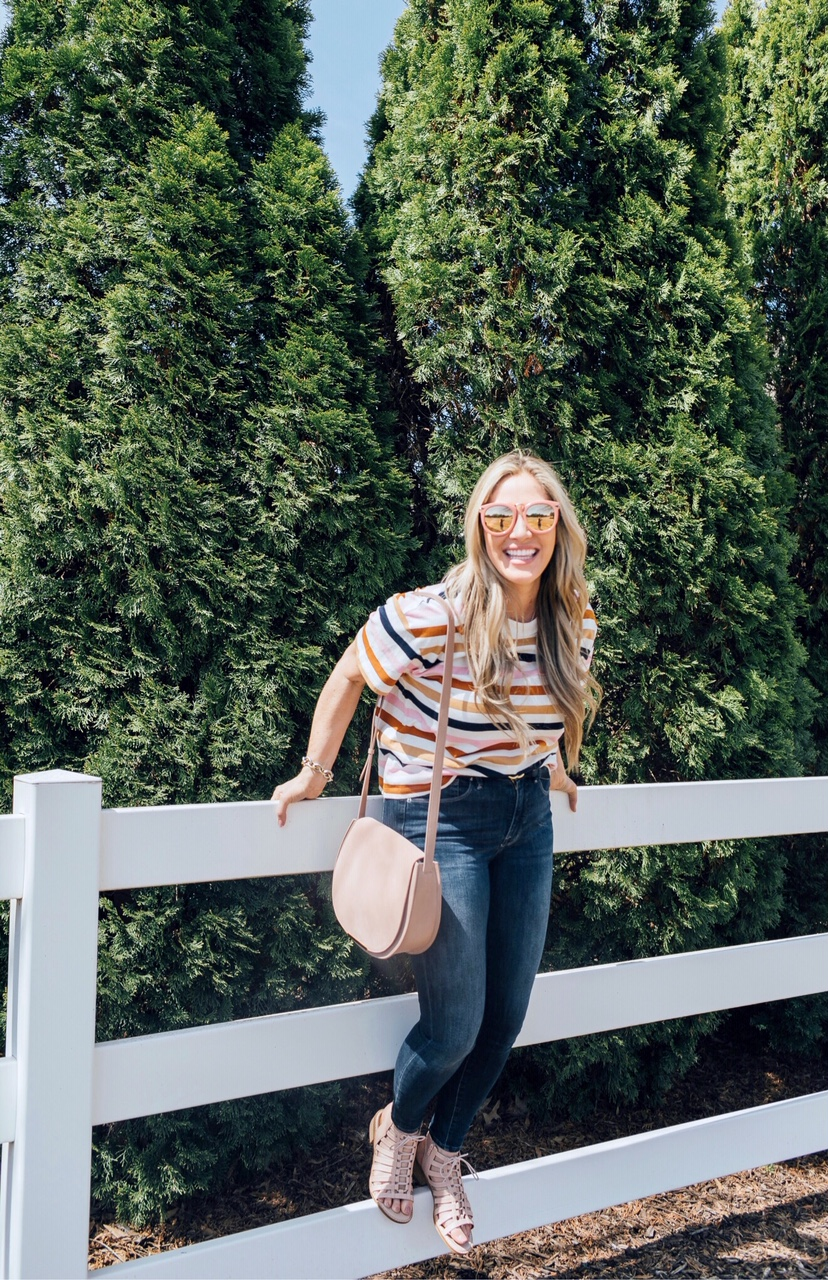 Comfortiva sandals giveaway hosted by top US fashion blog, Walking in Memphis in High Heels: image of a woman wearing a Madewell striped tee, Good American skinny jeans, Karen Walker sunglasses, a Cuyana saddle bag and Comfortiva blush gladiator sandals