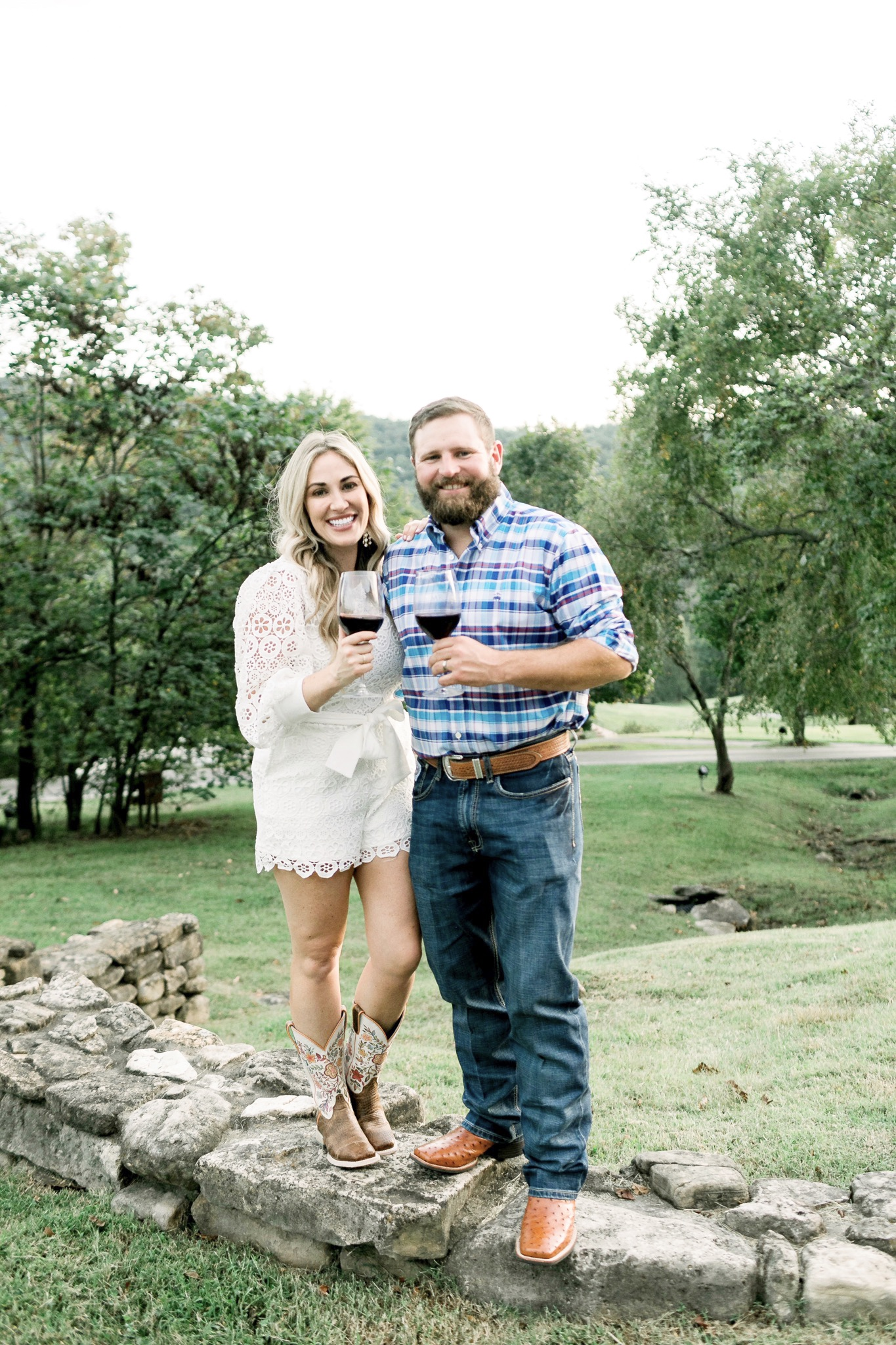 Rustic Wedding Reception in Branson MO featured by top Memphis lifestyle blog, Walking in Memphis in High Heels.Rustic Wedding Reception in Branson MO featured by top Memphis lifestyle blog, Walking in Memphis in High Heels.