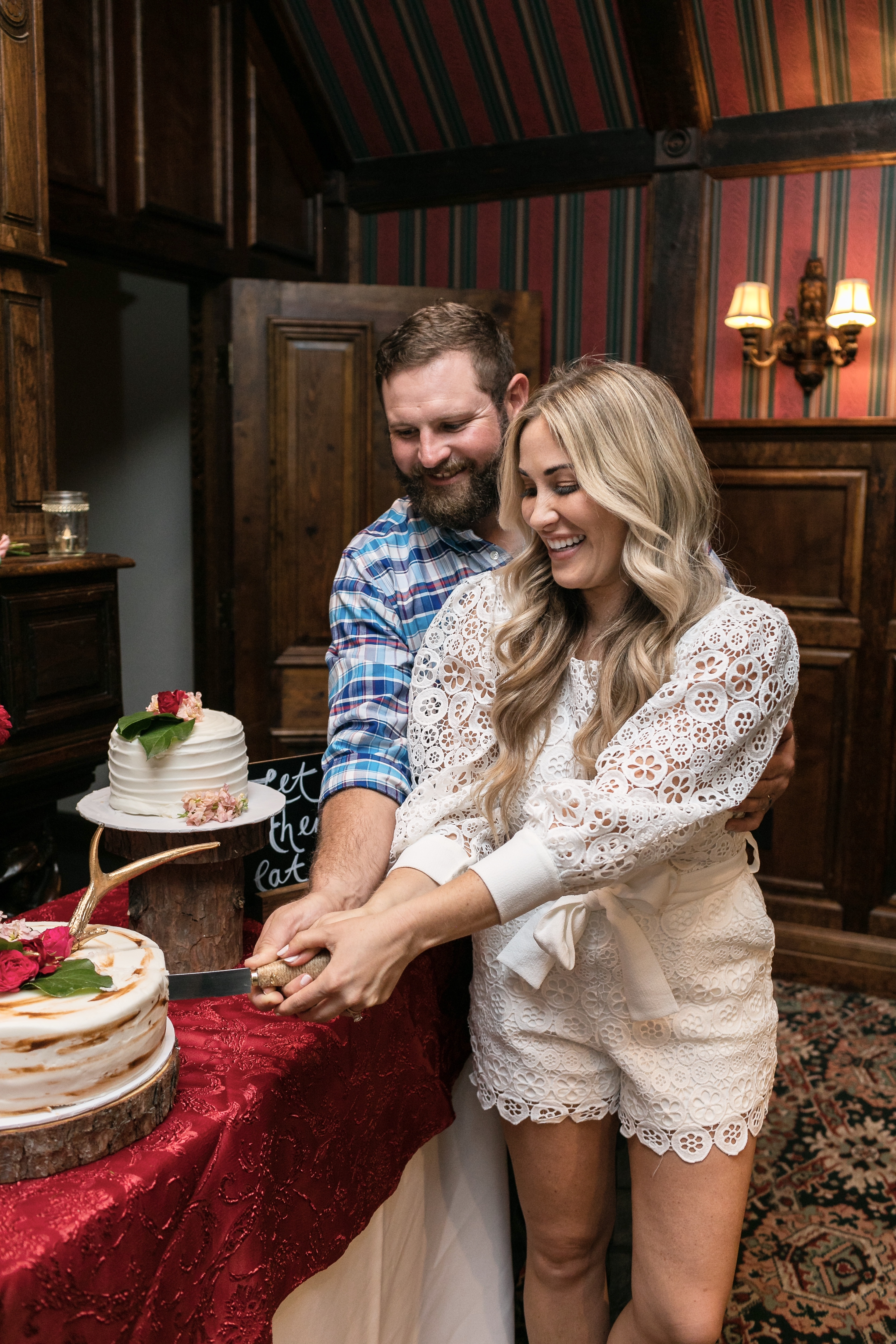 Rustic Wedding Reception in Branson MO featured by top Memphis lifestyle blog, Walking in Memphis in High Heels.