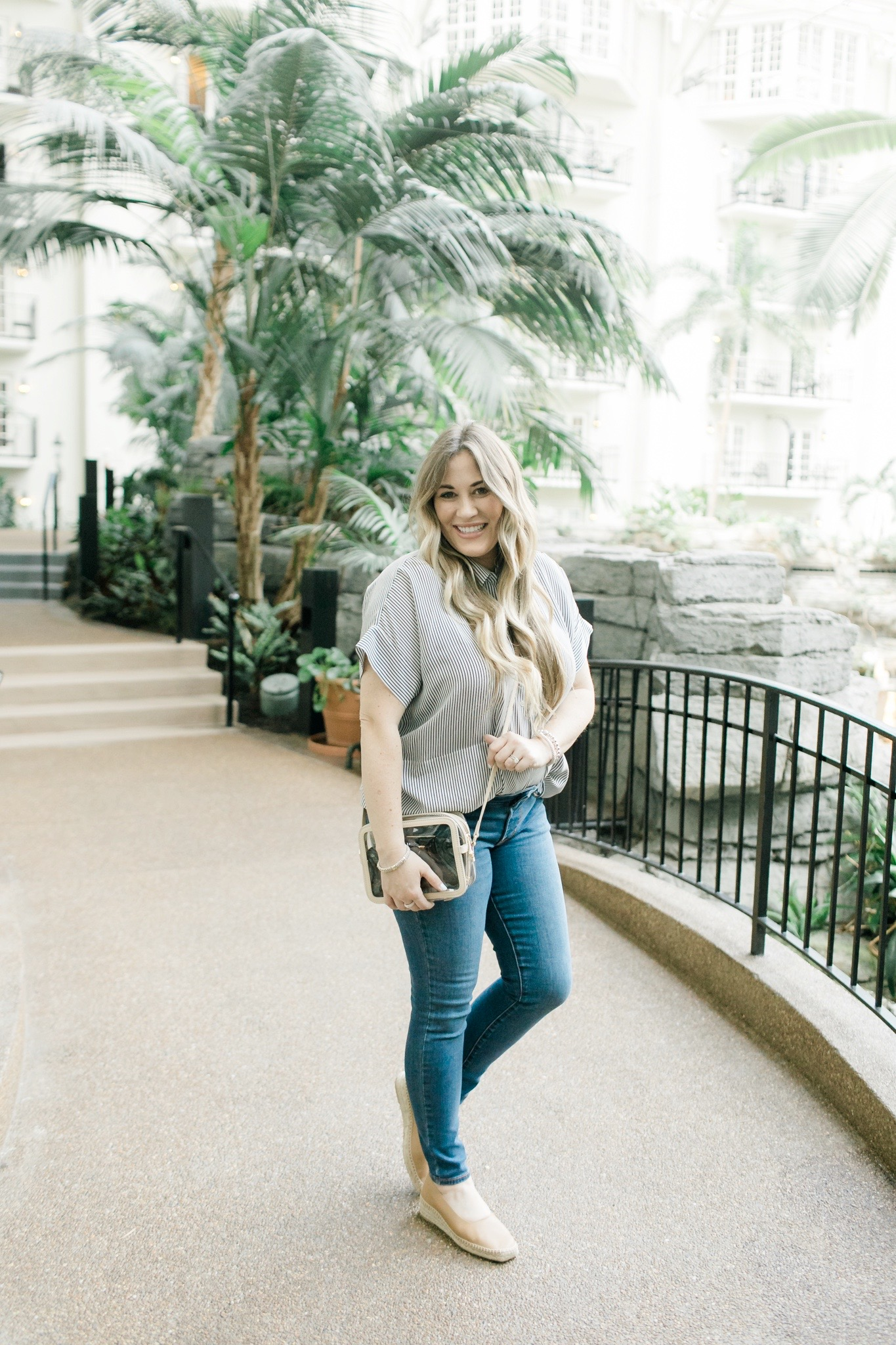 Cute fall look styled by top Memphis fashion blogger, Walking in Memphis in High Heels: image of a woman wearing an Everlane silk short tee and  Everlane espadrilles.