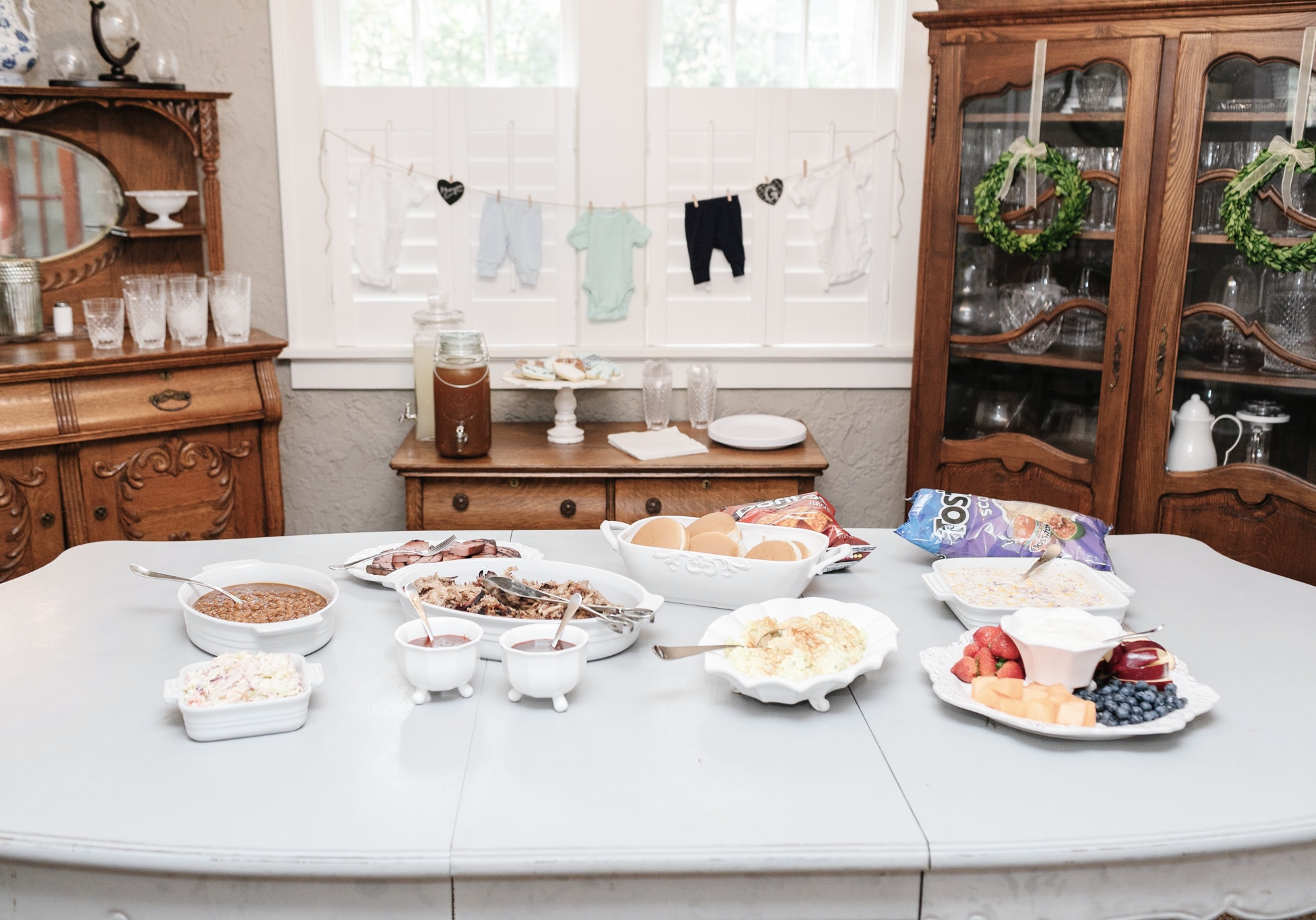 Rustic Baby Shower theme by top Memphis lifestyle mommy blogger, Walking in Memphis in High Heels.