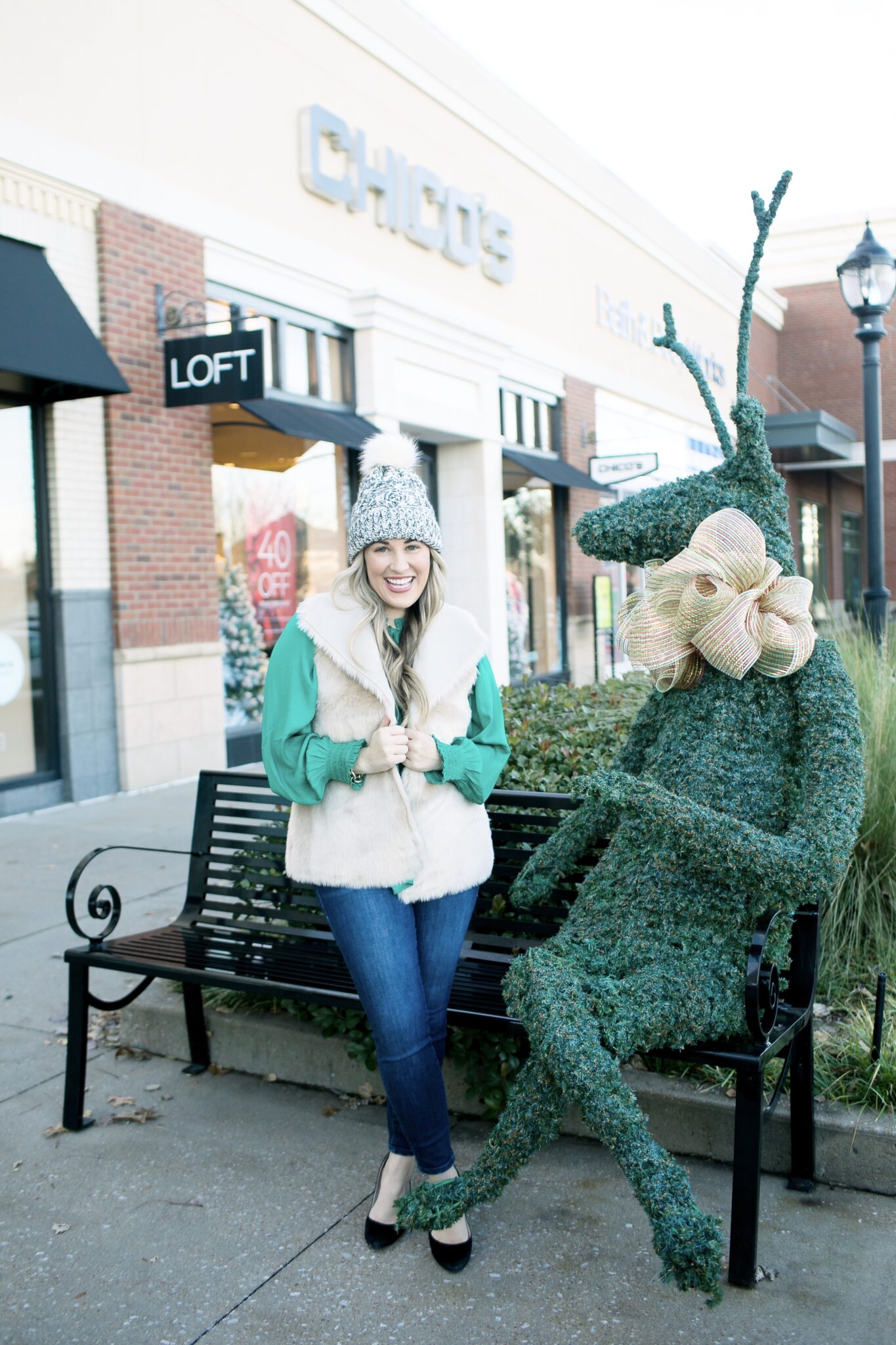 The 4 Best Places to Take Holiday Photos in Memphis featured by top Memphis blogger, Walking in Memphis in High Heels.