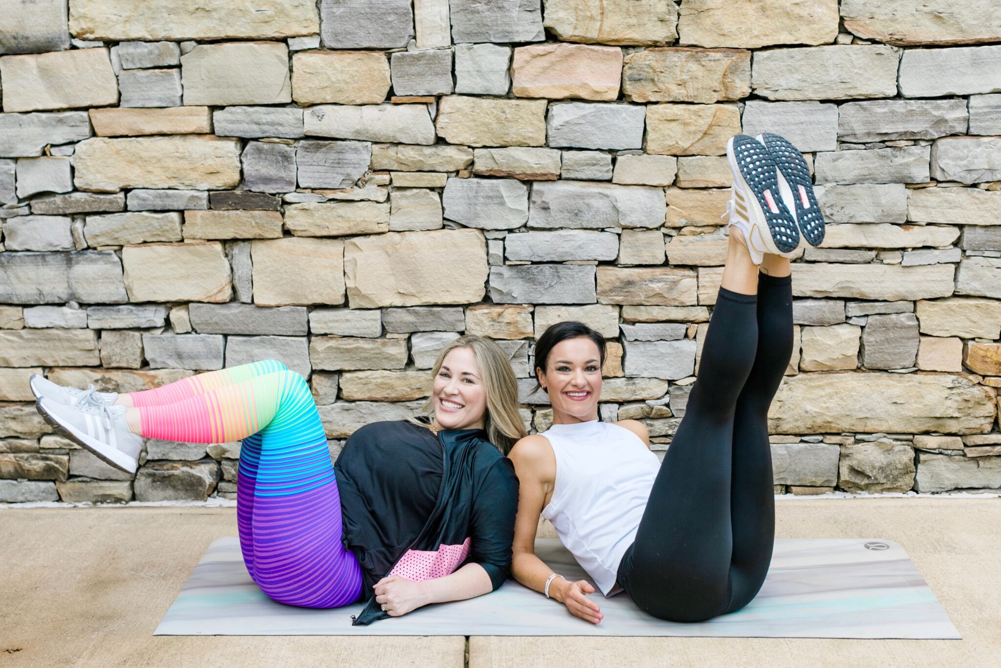 4 Step Ab Workout for Moms with Postpartum Modifications featured by top Memphis fitness and mommy blogger, Walking in Memphis in High Heels.